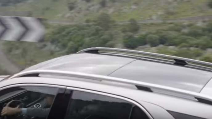 メルセデス・ベンツ新型GLEのルーフレール