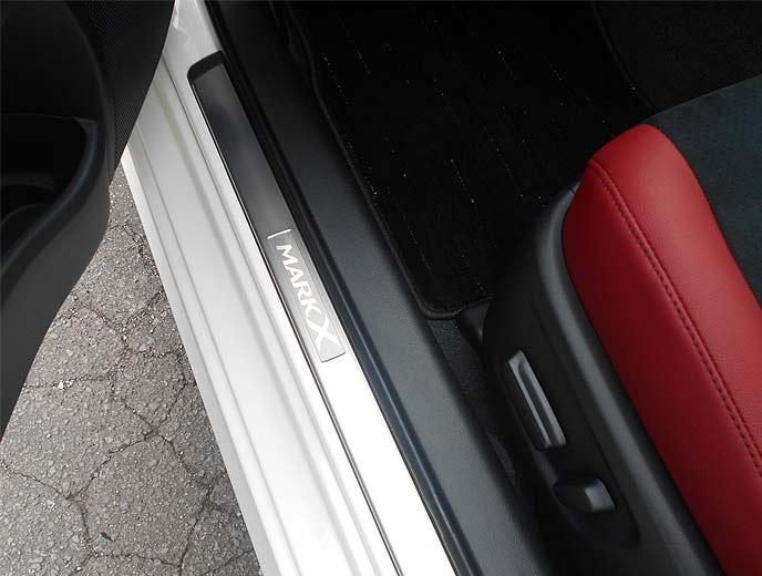 マークXファイナルエディションの「ドアステッププレート」