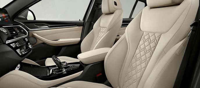 BMW X4のアイボリーホワイトの内装
