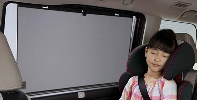 ロールサンシェードはセレナ全車に標準装備