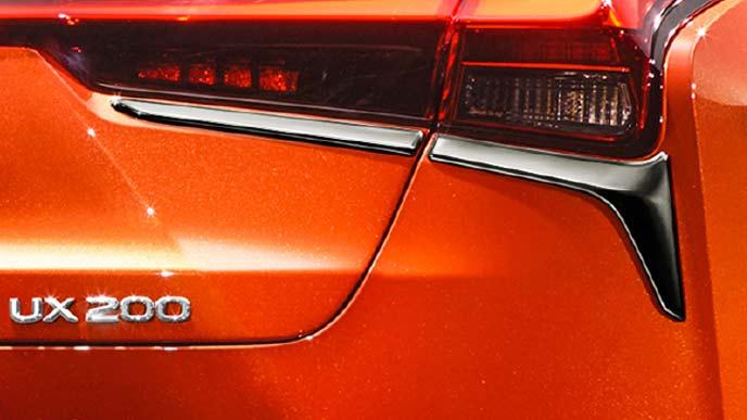 レクサス新型UXのモデリスタ リヤコンビガーニッシュ