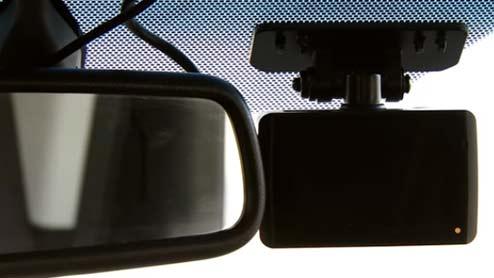 ドライブレコーダーは駐車監視機能があると安心!イタズラや当て逃げを見張るドラレコを紹介