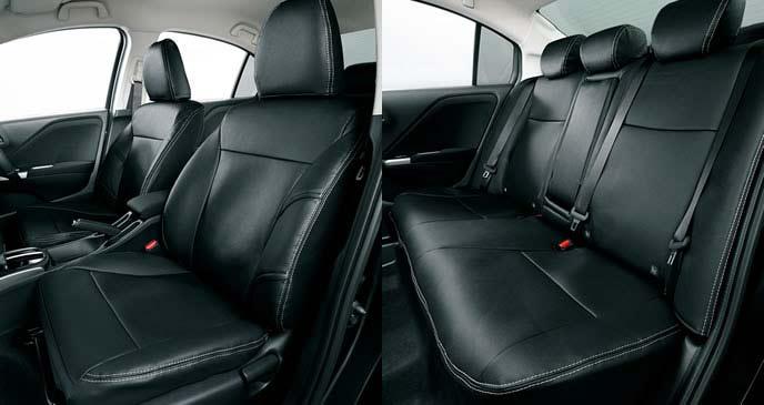 新型グレイスの革調タイプのシートカバー