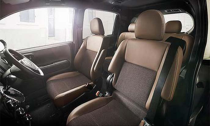 コンビシートが装備された特別仕様車Fリファイン