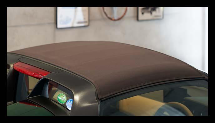 「Trad Leather Edition」に装備されるシックなブラウンカラーのロールトップ