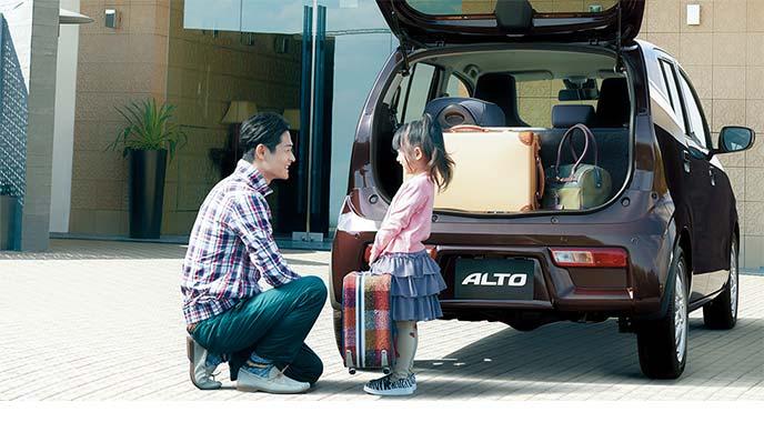 荷物の積載に便利な広いバックドア
