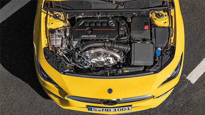 AMG CLA35 AMATICのエンジンルーム