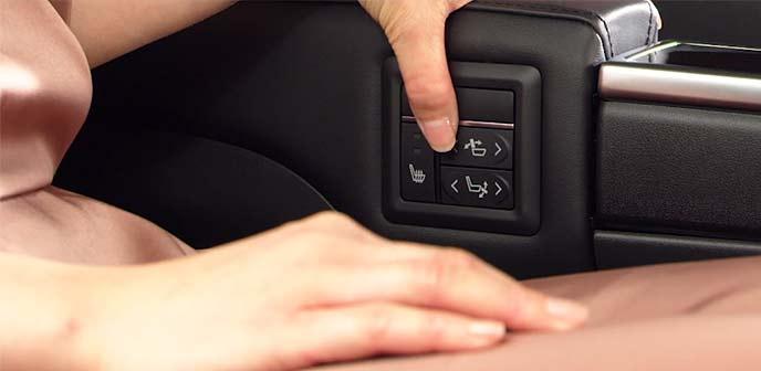 新型グランエースのエグゼクティブパワーシートのボタン
