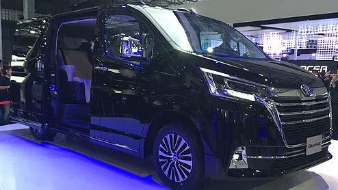 グランエースはセミボンネットスタイルを採用する迫力満点の新型フルサイズワゴン