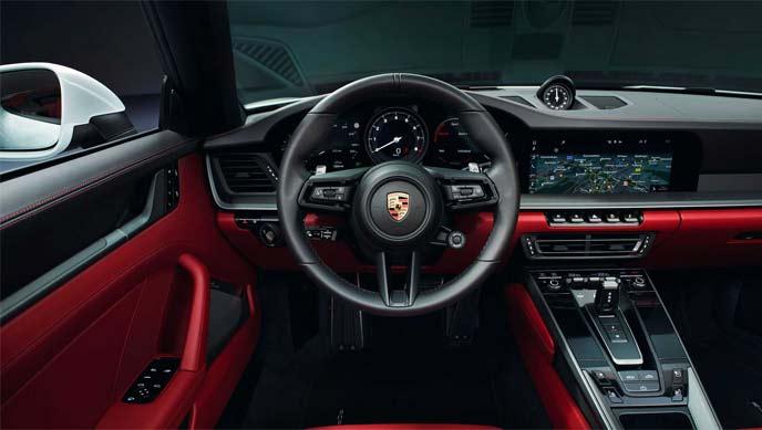 2020年モデルのPorsche 911 Carreraのインテリア