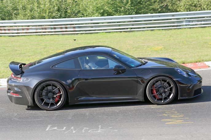 911 GT3ツーリングパッケージの開発車両のサイドビュー