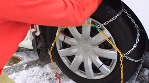 4WDのチェーンは前輪と後輪どっちにつける?後輪に装着すべき車種も紹介
