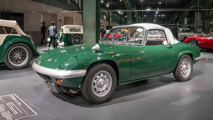 トヨタ・2000GTの設計やマツダ・ユーノスロードスターのデザインにも影響を与えたロータス・エラン。