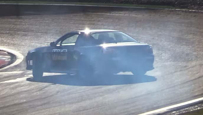 スピンしそうなFR駆動の車