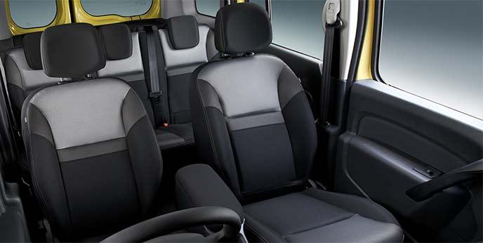 新型カングーに標準装備のブラックカラーを基調とした3Dマテリアルファブリックシート