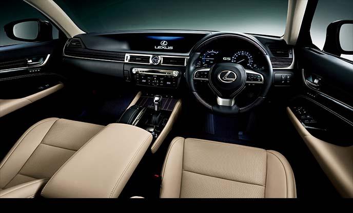 精緻で美しいインパネ周りが印象的な新型レクサスGSの内装