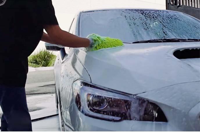 カーシャンプーを使ってしっかりと洗車
