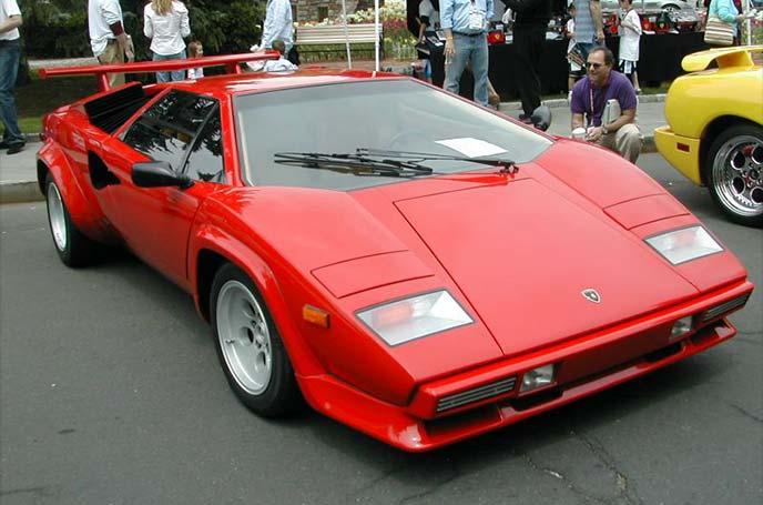 スーパーカーブームで特に人気の高かったランボルギーニ・カウンタックもリトラ搭載車!