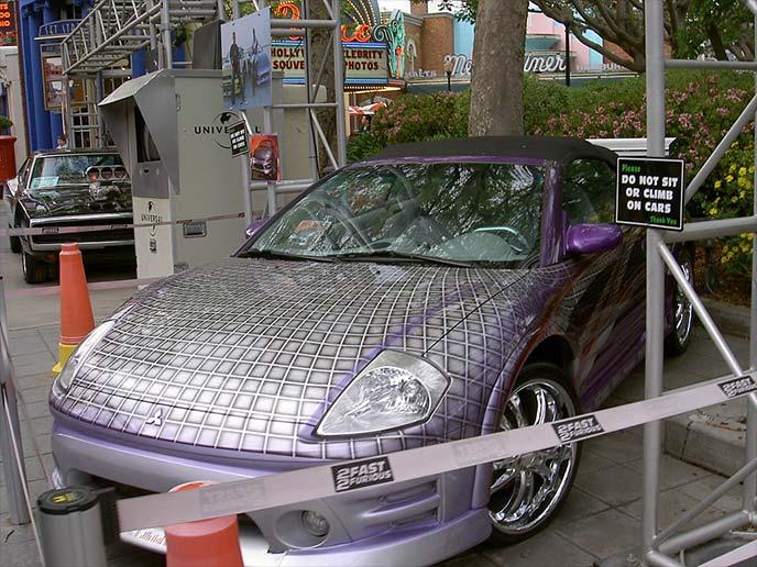 紫色の三菱エクリプスパイダー