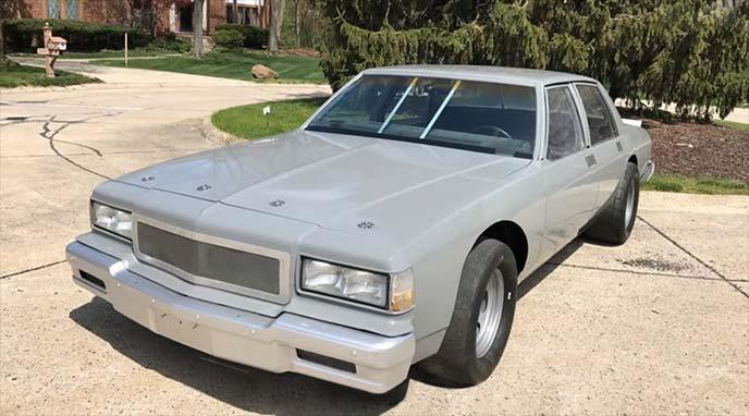 劇中車と同じ1987年式シボレーカプリス