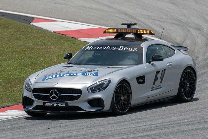サーキットを走るメルセデスAMG・GT SF1 セーフティーカー