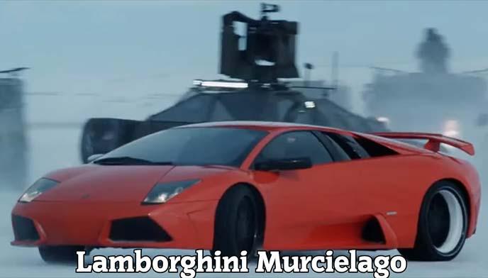 劇中で表情を走るランボルギーニ ムルシエラゴLP640