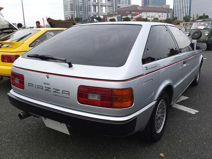 いすゞ ピアッツァJR120型/JR130型のリアビュー