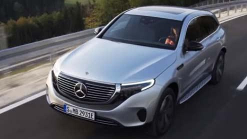 メルセデスベンツEQCはメーカー初の電気自動車で航続距離450kmのSUV