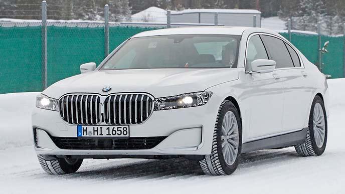 前から見た新型BMW7シリーズ プロトタイプ