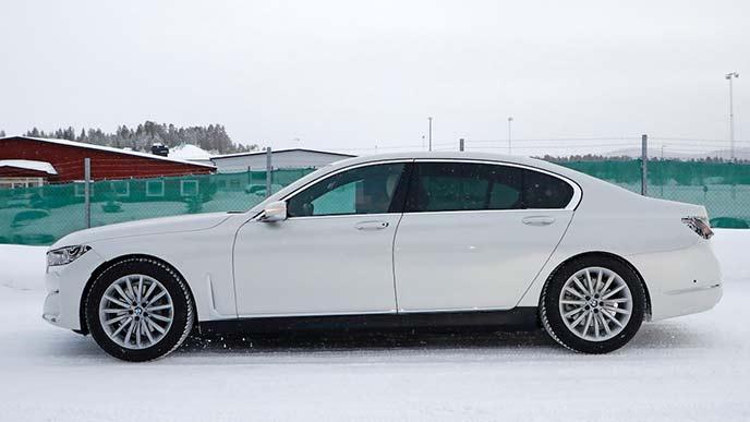 横から見た新型BMW7シリーズ プロトタイプ