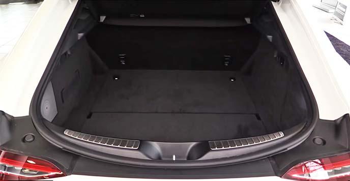 メルセデスAMG GT 4ドアクーペのラゲッジスペース