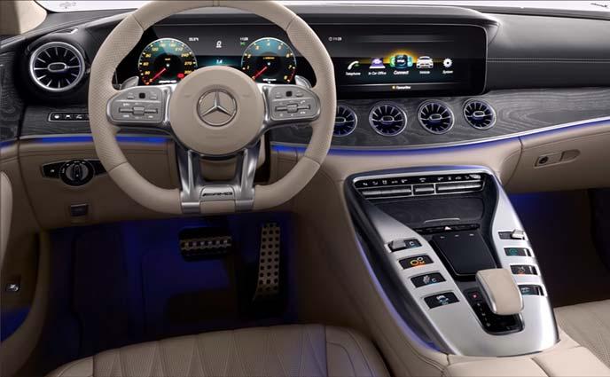 メルセデスAMG GT 4ドアクーペのデジタルコックピットメルセデスAMG GT 4ドアクーペの