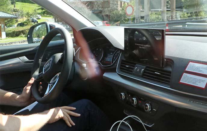 AudiQ5のプロトタイプのコックピット