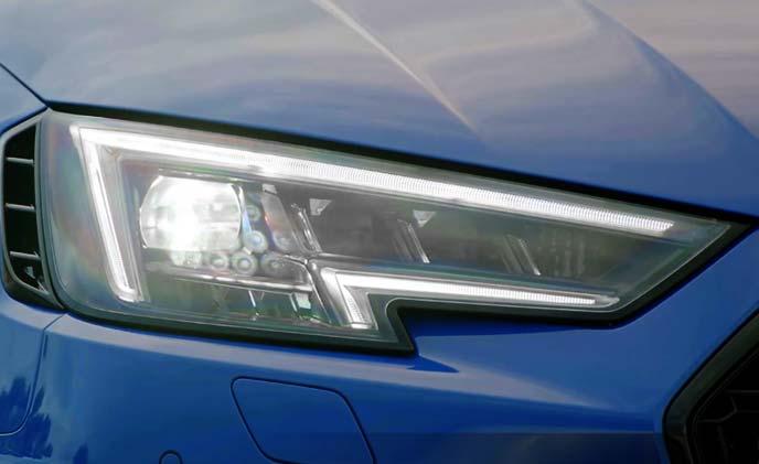 新型RS4のマトリクスLEDヘッドライト
