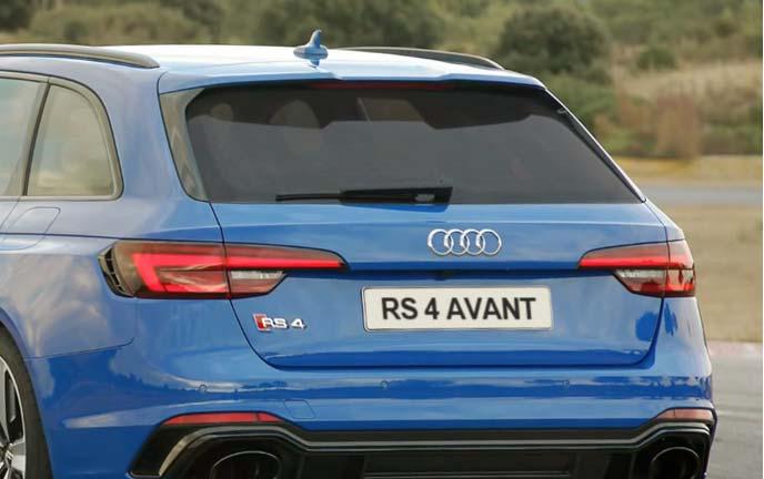 新型RS4アバントのリアビュー