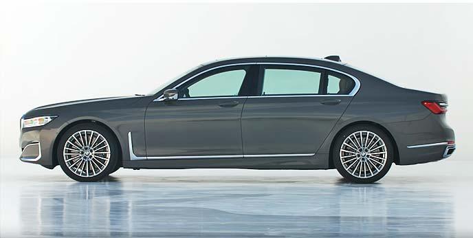 新BMW 7 シリーズ ロングホイールベースモデルのサイドビュー
