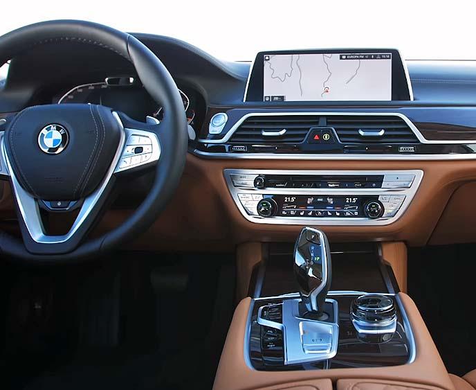 新型BMW7シリーズのコックピット