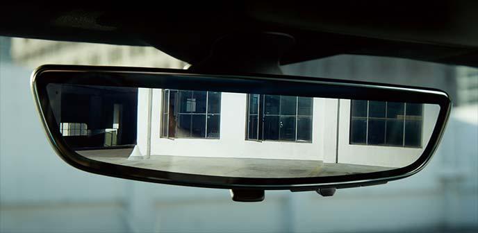 カマロSSだけに装備される次世代リアカメラミラー
