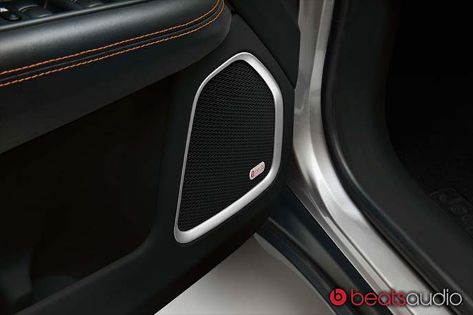 新型ジープコンパスLimitedに標準装備のBeats Audioプレミアムサウンドシステム