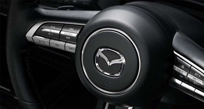 マツダ新型SUV「CX-30」のステアリングホールの装備