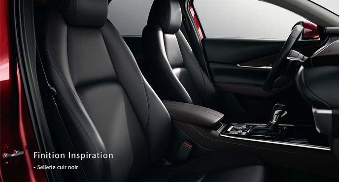 マツダ新型SUV「CX-30」のブラックレザーシート