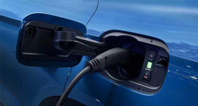 アウデ新型「Q5」の新生代PHV車「Q5 55 TFSI e クワトロ」の充電口