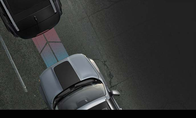 ジープ・レネゲードのクラッシュミティゲーション付前面衝突警報の作動イメージ