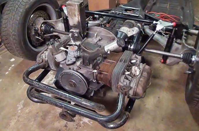 フォルクスワーゲン タイプ1のシャシー後部とむき出しの空冷エンジン