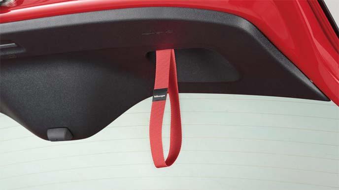 シートベルトと同素材のテールゲートストラップ