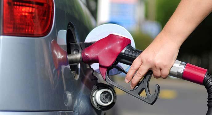 ガソリン給油の様子