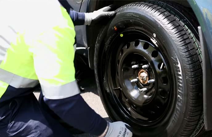 タイヤ交換の様子