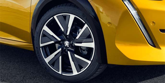 「GT」「GT」ラインは黒のホイールアーチが特徴