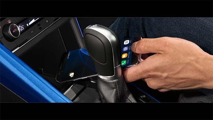 新型ポロにオプションのワイヤレス充電システム