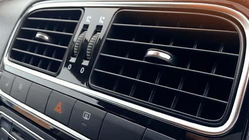 車のエアコンフィルターは交換できる?DIYやカー用品店の工賃・フィルターの役割